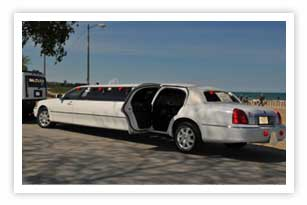 Chicago white strech lincoln limousine